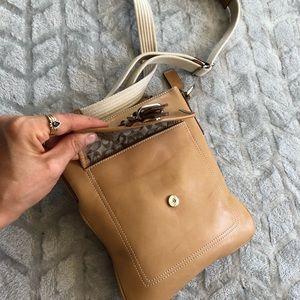 Coach Bags - Coach genuine leather crossbody bag/purse